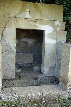 b_450_450_16777215_00_images_Selca_e_Poshtme_Tomb5.jpg