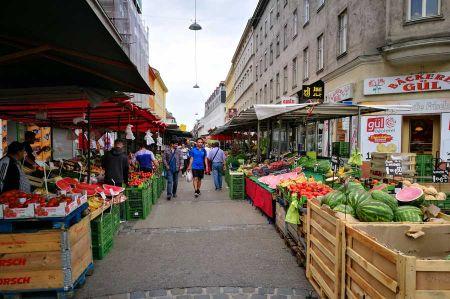 b_450_450_16777215_00_images_austria_vienna_brunnenmarkt-1.jpg
