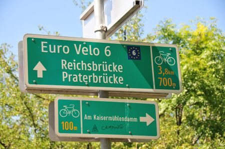 On the way to Danube Island in Vienna - Camping Neue Donau