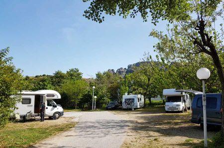 b_450_450_16777215_00_images_camper-route_14-vrachos-meteora-5.jpg