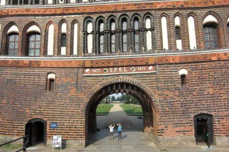b_450_450_16777215_00_images_deutschland_hamburg_holstentor-luebeck-4.jpg