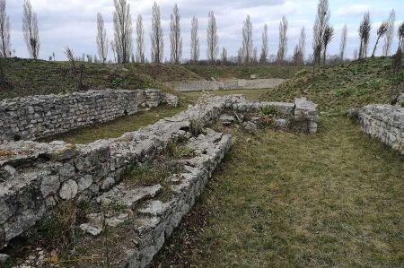 b_450_450_16777215_00_images_geschichte_antike_amphitheater-carnuntum-4.jpg