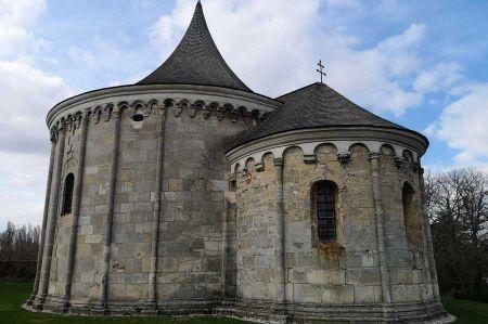 b_450_450_16777215_00_images_geschichte_mittelalter_romanische-kapelle-2.jpg