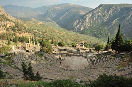 Delphi - Vom Theater hinauf zum Stadion