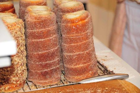 Kürtöskalács - the Hungarian pastry from the roll