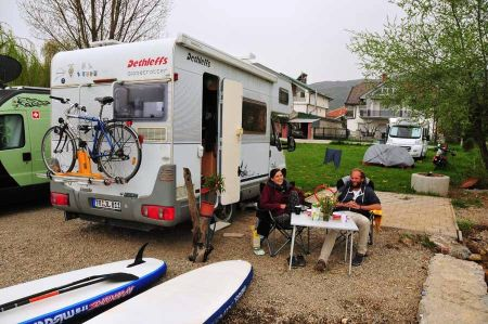 Stand-up paddling on Lake Ohrid - meeting with Linda and Jochen