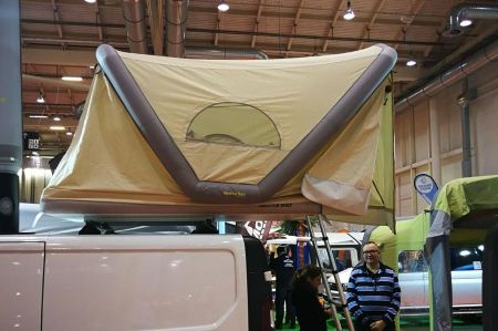 Theme inflatable tents: now also as a roof tent