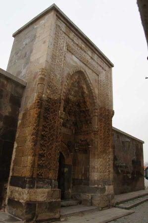 b_450_450_16777215_00_images_turkey_central_anatolia_kirkgoez-han-1.jpg