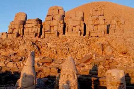 Der Berg Nemrut oder Nemrud mit den Königsgräbern