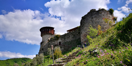 Ascent to Petrela Castle - Coffee break in the castle´s garden