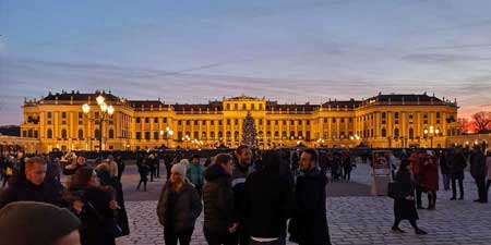 Decorated and illuminated for Christmas - Schönbrunn Palace