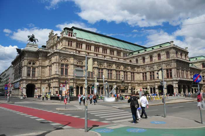 City tour from State Opera through downtown Vienna