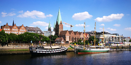 Bremen - Hike along Weser River to the historical market square