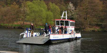 With the Ruhrtal ferry boat to the castle ruins Hardenstein