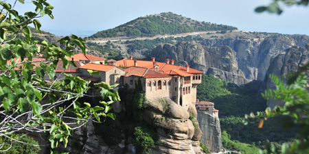 Meteora - Hikes between the towering rocks