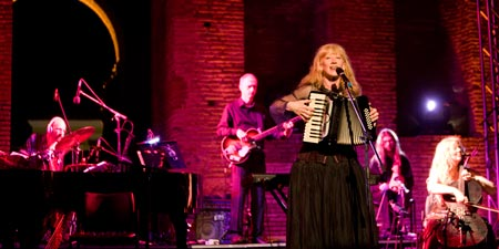 Loreena McKennitt Biography