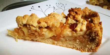 Apple pie with crumble - baked in the Caravan Saphir Scand