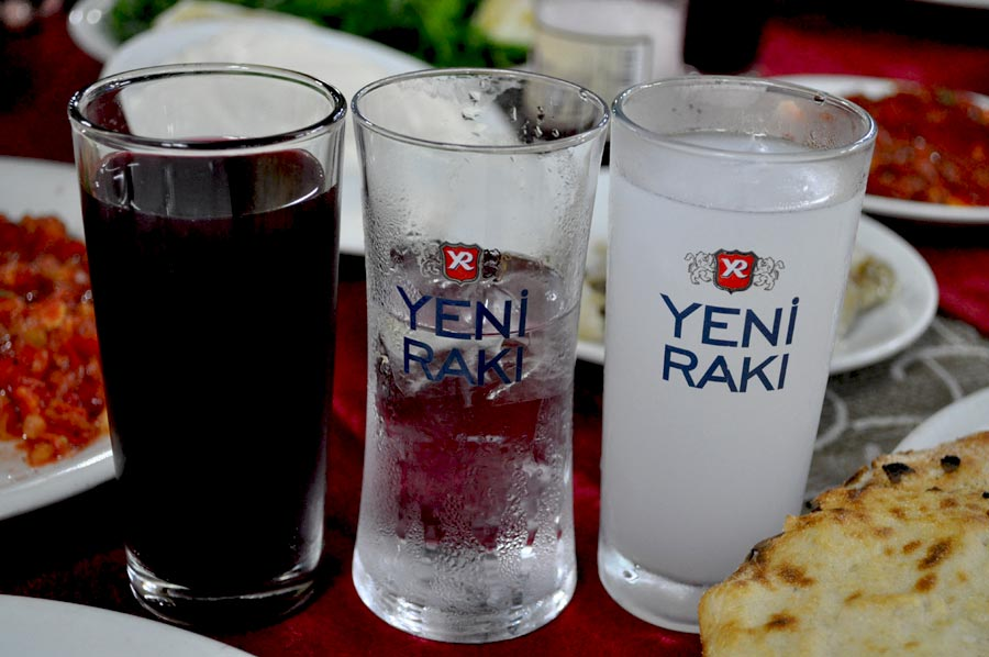 Passende Getränke - Raki und Salgam