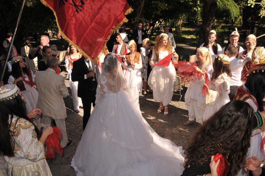 Hochzeitsfeier Im Herkunftsland Oder In Der Schweiz Ein Kostenvergleich Albinfo