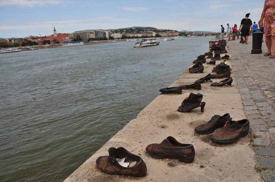 Mahnmal Gegen Faschismus Schuhe Am Donauufer