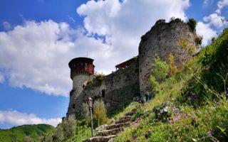Aufstieg zur Burg Petrela - Kaffeepause im Burghof
