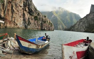 Erlebnisreiche Ausflugstour zum Koman-Stausee