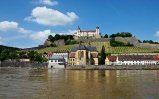 Main'in her iki yanında resim gibi uzanan Würzburg