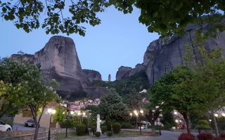 "Hike to the rock formation ""needle"" in Kastraki - Meteora"