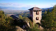 Idyllische Bergkapelle Sankt Spass oberhalb von Vevčani