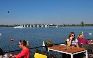 Save - Danube estuary - walk along the waterfront