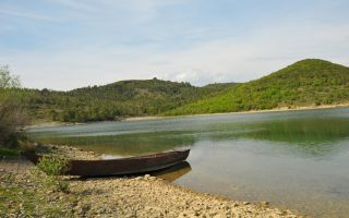 Vau-Deja Reservoir - Hiking in beautiful countryside