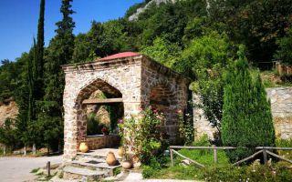 Timiou Prodomu Monastery - a dead end road at Aliakmos