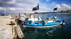 Radtour entlang der Küste von Perea - Fischerboote am Weg