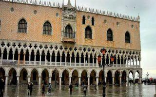 Venedig - Tidenhub sorgt für Flut am Markusplatz
