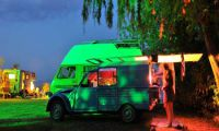 Abendliche Kleinkunst auf dem Campingplatz Rino