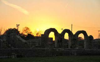 Rundgang durch das Amphitheater von Salona