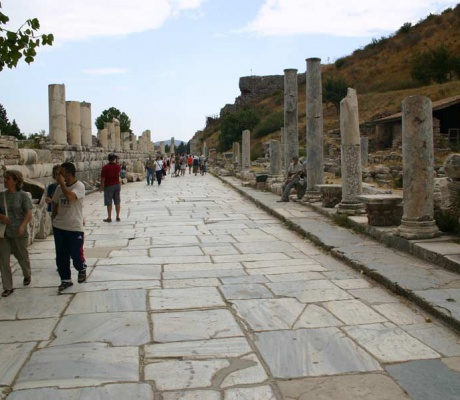 Archaeologists discover a late antique barroom in Ephesus