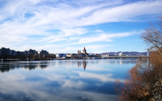 Walk along the Danube and its old river beds