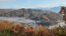 Nebel über dem Aoos - das Flusstal in Wolken gehüllt
