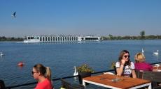 Save - Donau Mündung - Spaziergang an der Uferpromenade