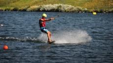 Wasserskiliftanlage ermöglicht Wakeboarding auf der Donau