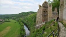 Burg Saaleck und Schifffahrt auf der Saale