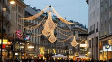 Joining Christmas market on Stephansplatz in Vienna