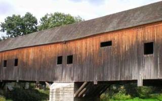 The historic wooden bridge in Wünschendorf on White Elster