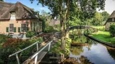 Beautiful Giethoorn - as the season's changes