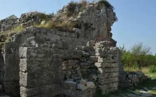 Porta Caesarea - a city gate of Salona