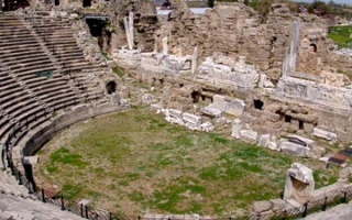 Theatre of Side - from Hellenistic to Roman design