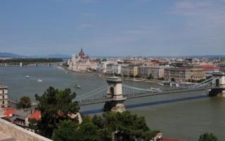 Széchenyi lánchíd - Chain bridge across Danube in Budapest